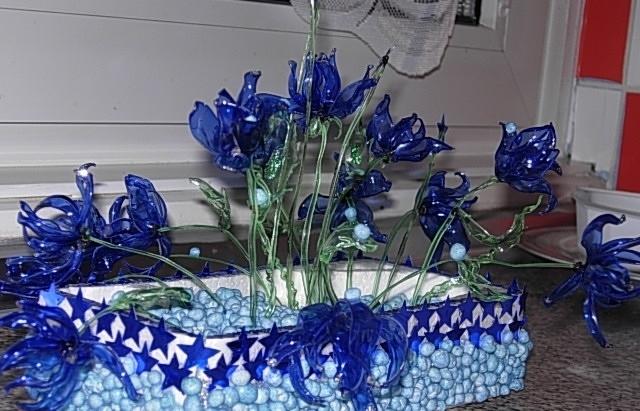 Цветы из бутылок пластиковых на даче