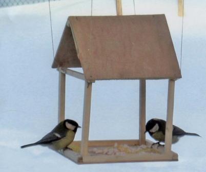 Из чего делают кормушку для птиц своими руками