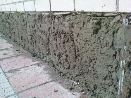 Как оштукатурить фундамент дома своими руками